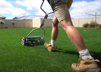 manual lawn mower under 300